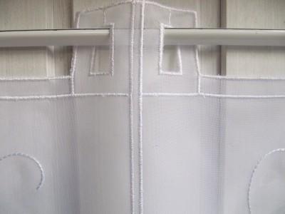 scheibengardine wei stick blumenranke 45 cm h. Black Bedroom Furniture Sets. Home Design Ideas